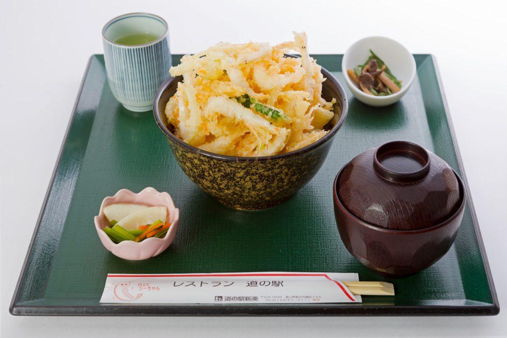 レストラン人気No.1!「白エビかき揚丼」 ご当地グルメで大満足